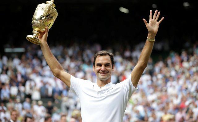 Roger Federer ne osvaja le pokalov, temveč tudi ljudska srca. FOTO: Reuters