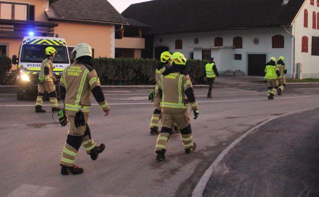 Gasilci so imeli polne roke dela. FOTO: Boštjan Fon/Slovenske novice