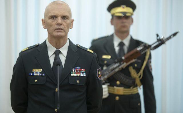 Novi načelnik Generalštaba Slovenske vojske brigadir Robert Glavaš je v navzočnosti ministra za obrambo Mateja Tonina uradno prevzel dolžnosti 20. 4. 2020. FOTO: Voranc Vogel/Delo