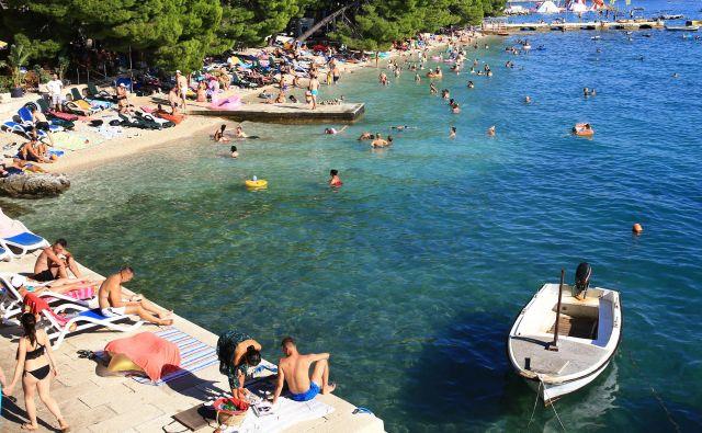 Takšnih gneč na plažah ne bo več, pravijo na Hrvaškem. Foto Tomi Lombar