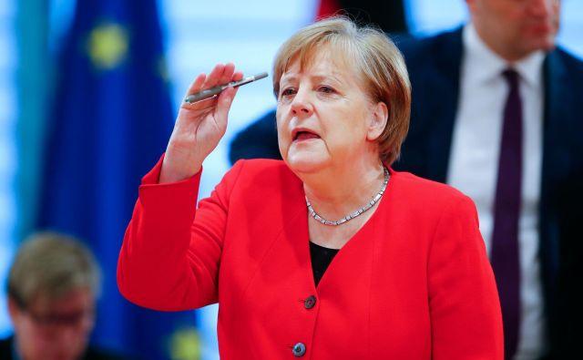 Kanclerka Angela Merkel je namreč naklonjena previdnejšemu sproščanju ukrepov. FOTO: AFP