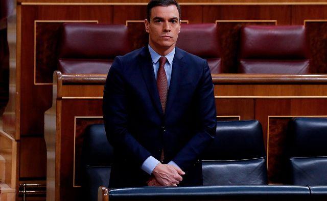 Španski premier se je poklonil žrtvam covida-19.<br /> Foto: AFP