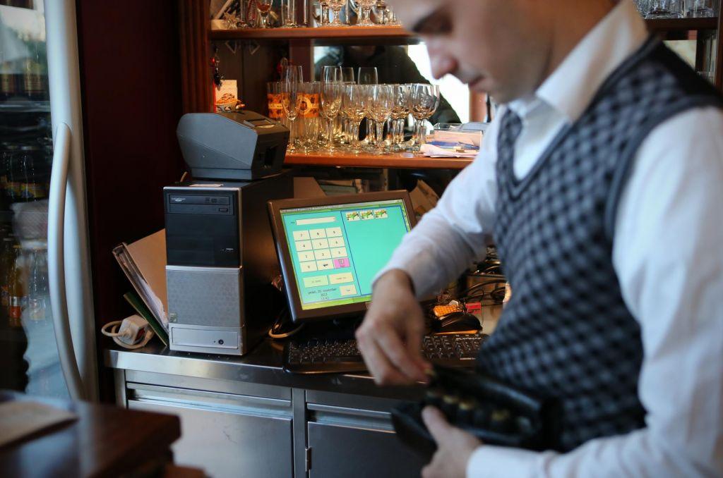 FOTO:Okrevanje trga dela bo počasno