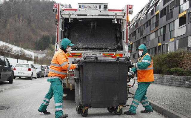 Komunalni delavci so od februarja letos zaposleni neposredno pri javnem podjetju. Foto: Leon Vidic