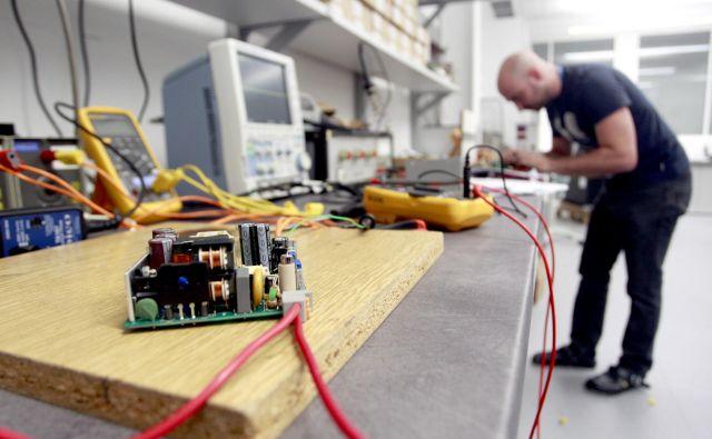 Na SIQ preizkušajo širok nabor naprav in komponent s področja avtomobilske industrije. FOTO: Roman �Šipić/Delo