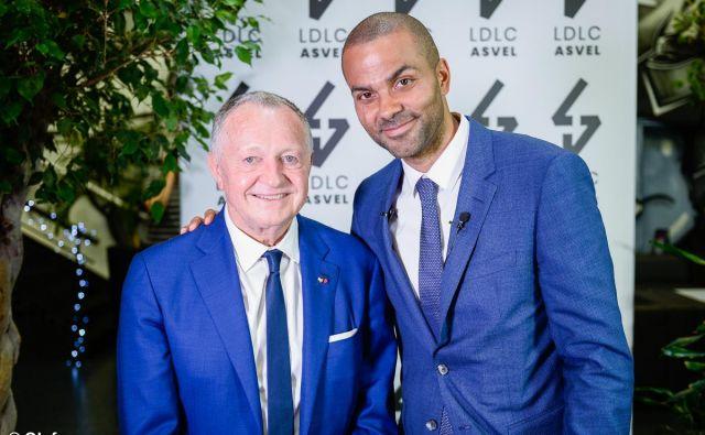 Kljub razliki v starosti se Tony Parker in Jean-Michel Aulas odlično razumeta. FOTO: Ol Groupe