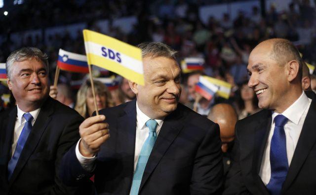Madžarski premier Viktor Orbán (v sredini) je tesen zaveznik slovenskega premiera Janeza Janše. FOTO: Blaž Samec