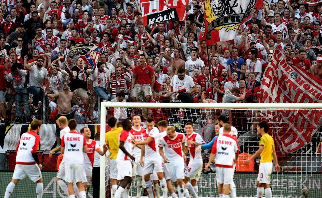 Polnih tribun še nekaj časa v Nemčiji ne bo, a za državo je dobro, da se bo vsaj nadaljeval nogometni ples v 1. in 2. ligi. FOTO: AFP