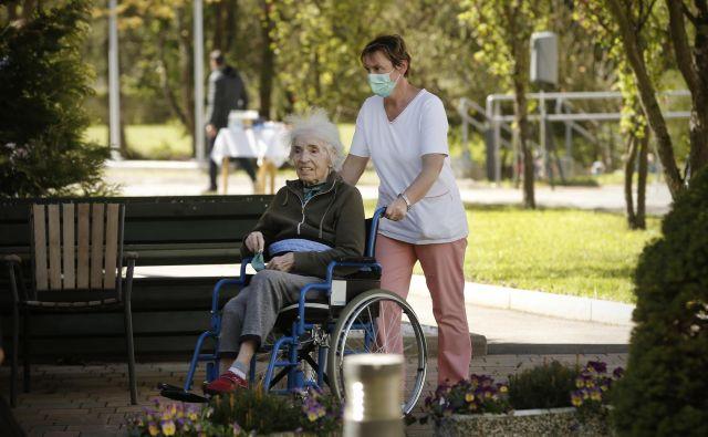 Zakon o dolgotrajni oskrbi ne bo rešil vseh težav pomoči na domu.<br /> FOTO: Jure Eržen