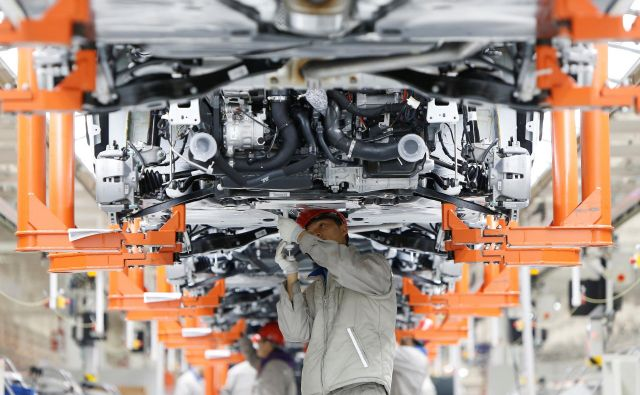 Proizvodnja v eni od Volkswagnovih tovarn na Kitajskem<br /> Foto Reuters