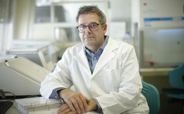 Prof. Mario Poljak je vodja laboratorija za molekularno mikrobiologijo in diagnostiko hepatitisov in aidsa. FOTO: Jure Eržen/Delo