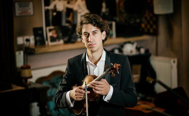 Violinist in skladatelj Matija Krečič je izdal drugi album avtorske glasbe Cut / Rez. FOTO: Bojan Stepančič