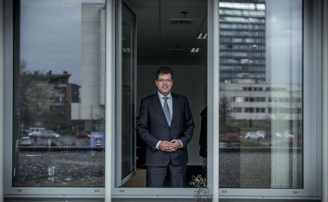 Razlog, da Slovenija uspešno obvladuje epidemijo, je v ustreznosti ukrepov, zdravstvenega sistema in spoštovanja omejitev, meni evropski komisar Janez Lenarčič, ki že nekaj mesecev deluje na krizni način. FOTO: Voranc Vogel/Delo