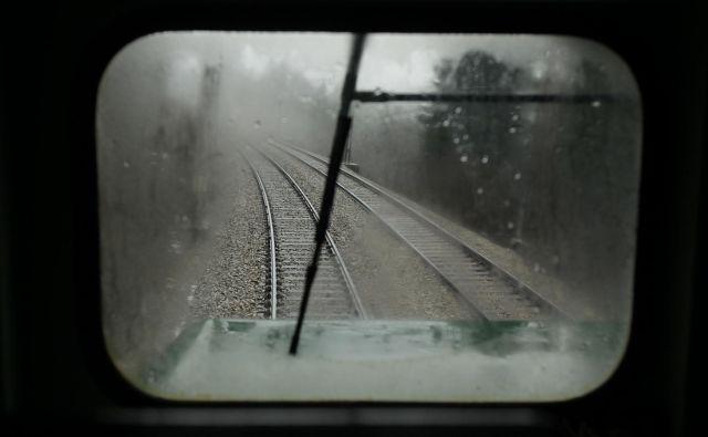 Pet tisoč ljudi ob železniški progi Ljubljana-Dobova dnevno trpi zaradi prekomernega hrupa zalsti tovornih vlakov.