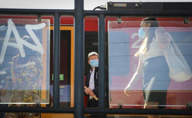 Potniški vlaki bodo začeli po slovenskih tirih voziti po osmih tednih. FOTO: Jože Suhadolnik/Delo
