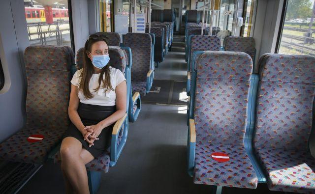 Javni potniški promet bo oživel postopoma, vlaki in avtobusi ne bodo smeli biti natrpani. FOTO: Jože Suhadolnik/Delo
