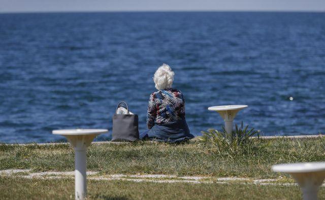 V kratkih besedah je težko popisati vse, čemur se mlajše generacije odpovedujejo, da bi zaščitile starejše. Foto Leon Vidic