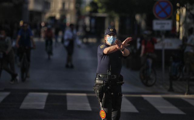 Policisti razen spremljanja dogajanja posebnega dela v petek niso imeli. Foto Blaž Samec