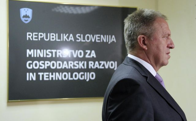 Gospodarski minister in prvak SMC Zdravko Počivalšek padel na zadnje mesto po priljubenosti politikov. FOTO: Leon Vidic/Delo