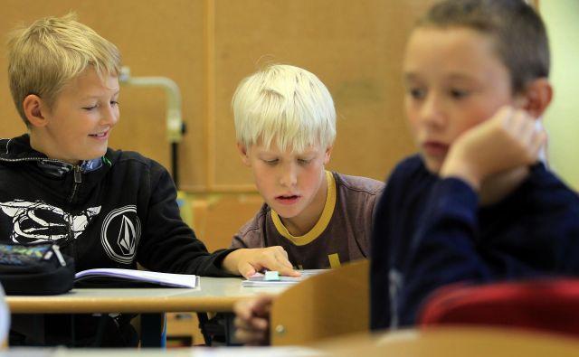 Otroci od četrtega do osmega razreda v šolo ne bodo šli. Mnogi med njimi niso sposobni biti sami doma devet ur, kaj šele da bi se sami učili na daljavo. (Fotografija je simbolična). FOTO: Blaž Samec/Delo