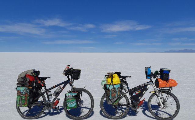 Slovita slana puščava v Boliviji, Salar de Uyuni, je bila za kolesi težka preizkušnja. FOTO: osebni arhiv