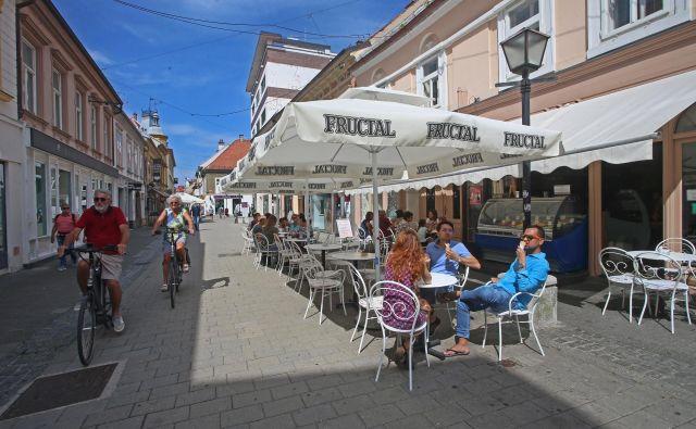 Maribor je prvi med slovenskimi mesti stopil na pot uvajanja pametnih rešitev na področjih energetike, komunale, infrastrukture ter trajnostne mobilnosti. FOTO Tadej Regent/Delo