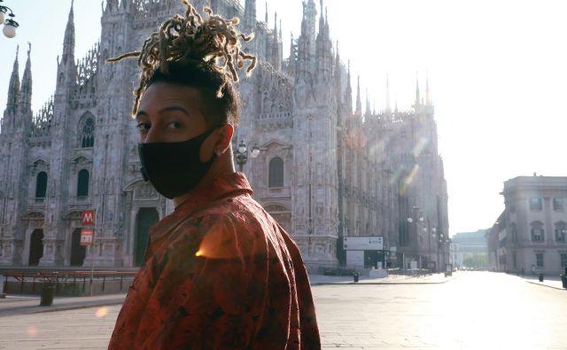 Italijanski raper Ghalli v spotu vabi Milančane v novo mestno normalnost. Foto Tania Feghali/Yesmilano