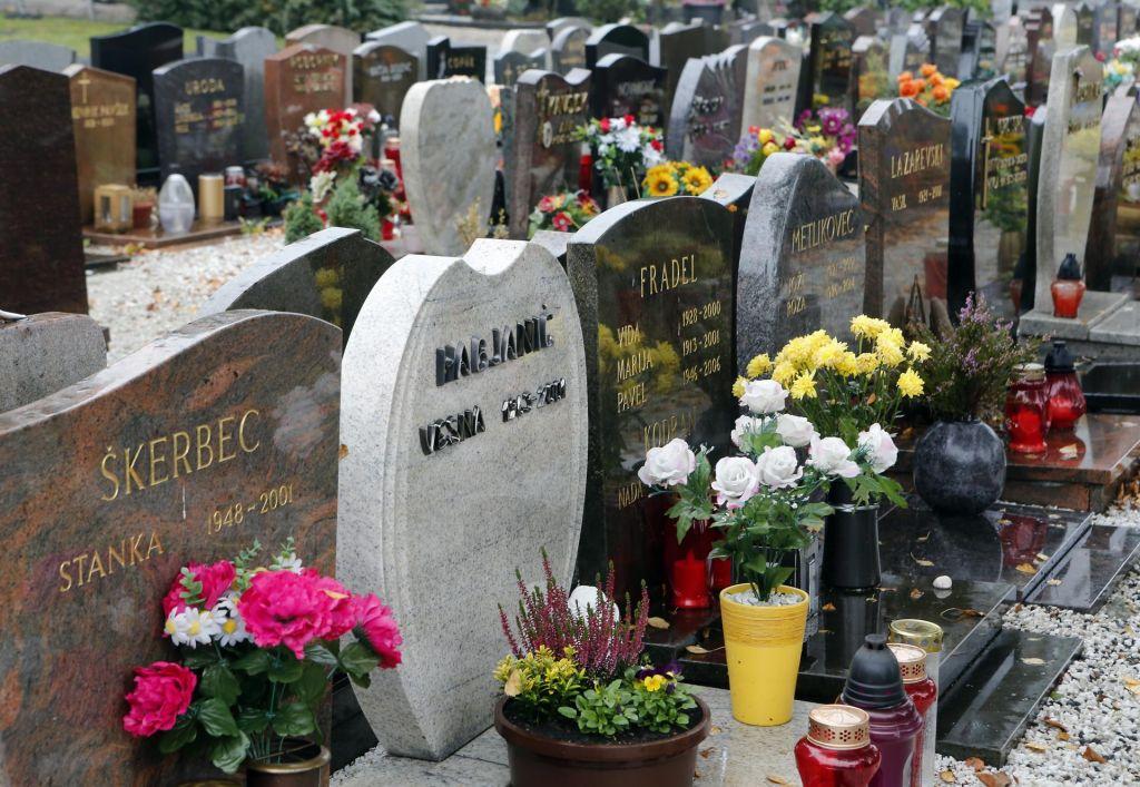 FOTO:Novi pogrebni in pokopališki »red« ustrezen