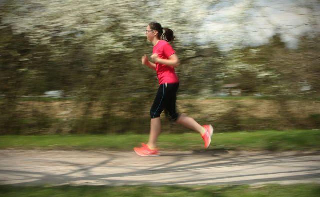 Vprašanja v raziskavi se nanašajo na nekatere navade posameznikov, ki so povezane z zdravjem. FOTO: Jure Eržen/Delo