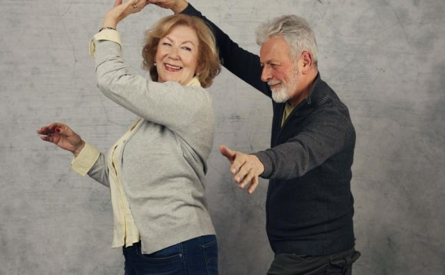 Ples je ena bolj učinkovitih vadb upočasnjevanja staranja, saj dokazano zmanjšuje tveganje za demenco. FOTO: Shutterstock