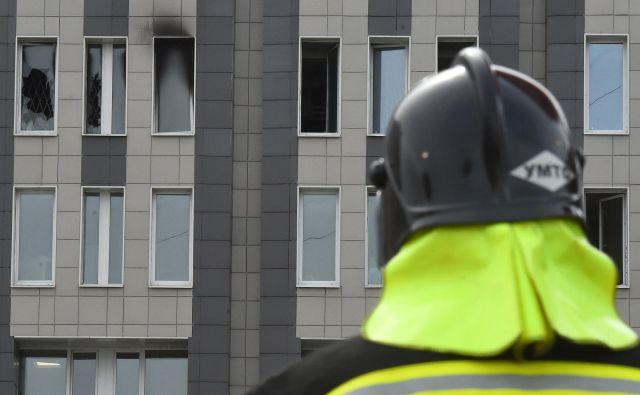 Kot možen vzrok izbruha ognja v bolnišnici navajajo kratek stik. FOTO: Olga Maltseva/AFP