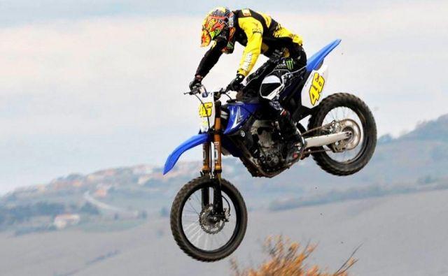 Valentino Rossi se odlično znajde tudi na progi za motokros. FOTO: Instagram