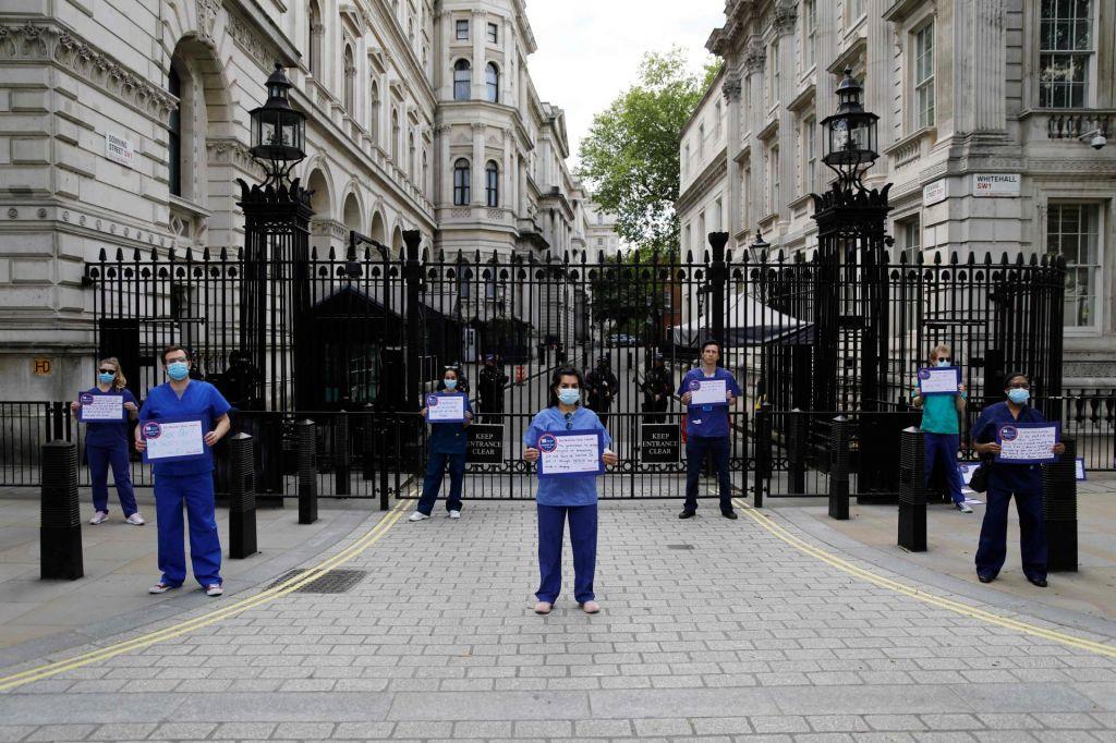 FOTO:Angleška dama med tisoči ranjencev
