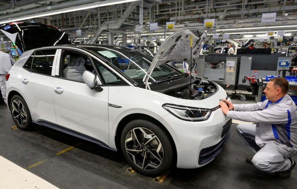 Nemški izvoz naj bi padel za 15 odstotkov