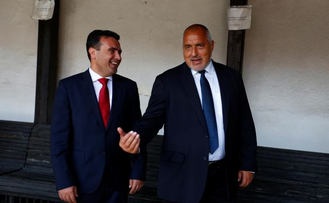 Čeprav sta bolgarski premier Bojko Borisov in nekdanji makedonski premier Zoran Zaev podpisala sporazum o prijateljstvu, se je Bolgarija pokazala za zahtevno sosedo. Foto Reuters