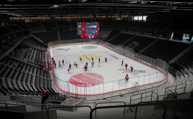 Hokej v Švici, tudi v Lozani, je predčasno končal sezono. FOTO: Reuters
