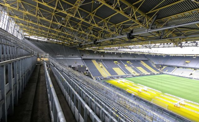 Štadion Iduna Park bo med derbijem skoraj prazen. FOTO: Reuters