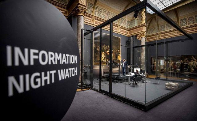 Dolgotrajen in drag postopek je mogoče spremljati tudi na spletni strani muzeja. FotoAFP