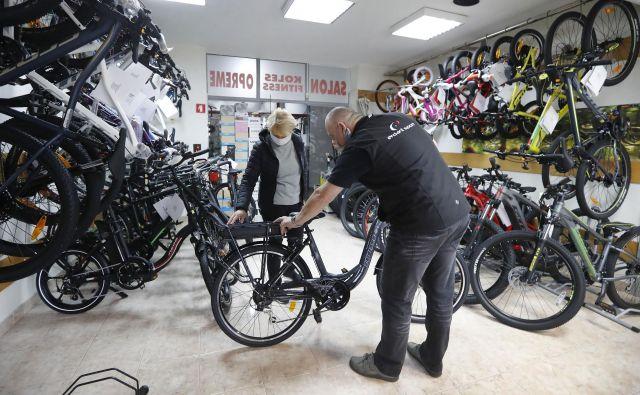 Po odprtju trgovin je veliko obiska in zanimanja za različne vrste koles. Foto Leon Vidic