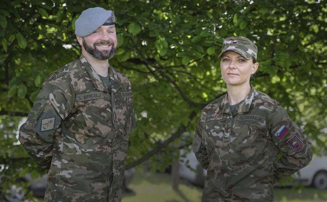 Višji vodnik Samo Bricelj navdušuje s svojim vodenjem z zgledom, vojakinjo Nino Kostanjevec pa odlikuje popolna zanesljivost. Foto Jože Suhadolnik