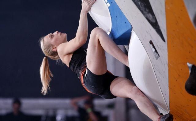 Janja Garnbret se je veselila olimpijske sezone, zdaj pa ugiba, ali bo sploh nastopila na kakšni tekmi. FOTO: Matej Družnik/Delo