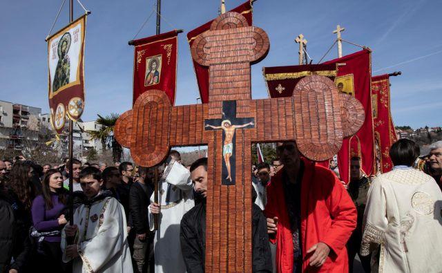 Množični protesti so sledili zakonu, ki naj bi SPC odvzel lastništvo nad verskimi objekti. Foto: Reuters