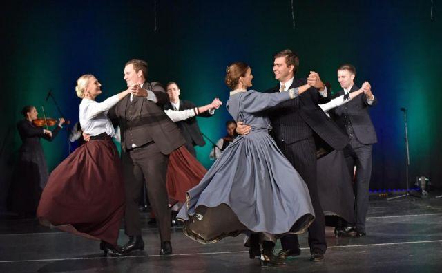 Slovenci smo tudi navdušeni plesalci (na fotografiji je Akademska folklorna skupina France Marolt). FOTO: Janez Eržen