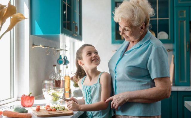 Ugotovitev, ki je presenetila tudi raziskovalce, je, da upokojenci, ki imajo otroke, ne glede na to, ali imajo vnuke, verjetneje poiščejo delo, kot tisti, ki niso starši.Foto Shutterstock