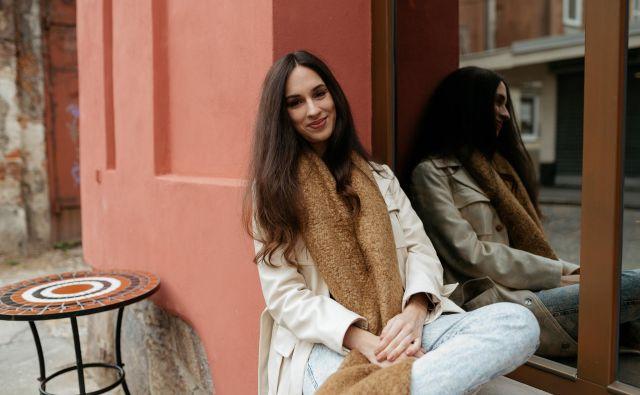 <strong>Jessica Jagec</strong>, ki o sebi pravi, da je minimalistka, ustvarja v modni prestolnici, kjer je dovoljeno obleči vse. FOTO:Simon Koležnik