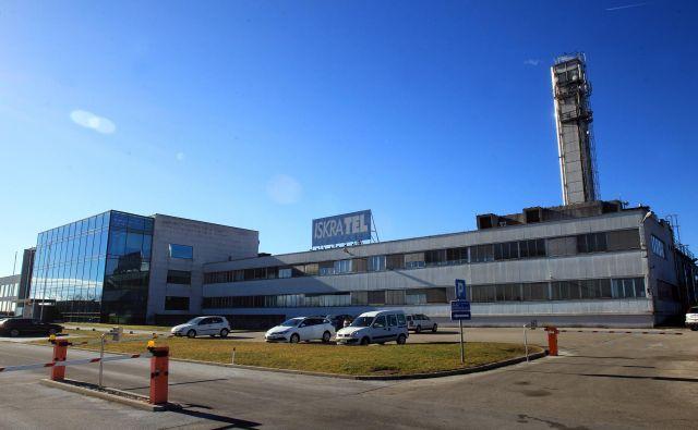 V Iskratelovem proizvodnem obratu v Kranju bosta s testnim omrežjem 5G omogočena razvoj novih poslovnih modelov in testiranje pametne 5G-infrastrukture. FOTO: Blaž Samec/Delo