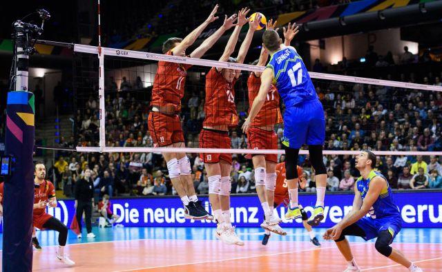 Zadnji odmeven nastop slovenskih odbojkarjev je bil januarja v berlinskih olimpijskih kvalifikacijah, zdaj pa že razmišljajo o številnih izzivih prihodnjega leta. FOTO: Conny Kurth
