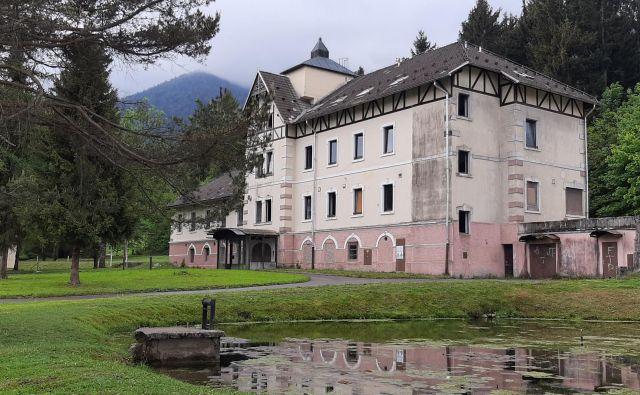 Hotel Rimski vrelec je zaprt že skoraj dvajset let. FOTO: Mateja Kotnik