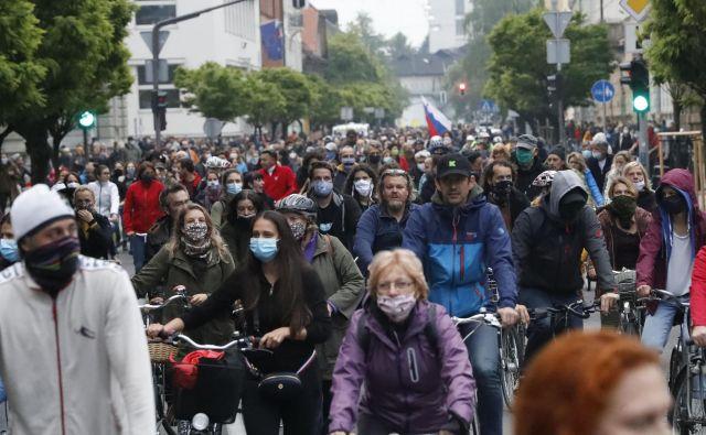 Protestniki v središču Ljubljane. FOTO: Leon Vidic/Delo