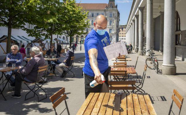 Gostinci se bodo s teras lahko preselili tudi v notranje prostore. FOTO: Voranc Vogel
